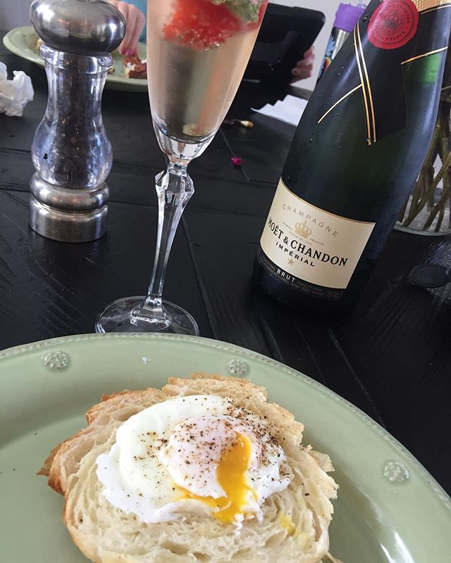 Poached eggs, croissant, champagne... repeat. Happy Sunday time!